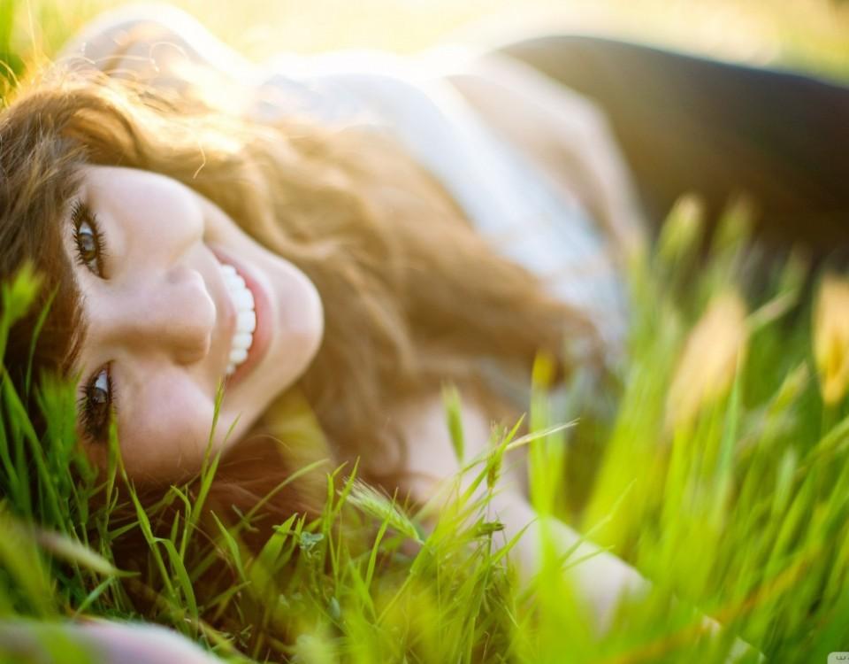 girl_lying_on_grass-wallpaper-1366x768